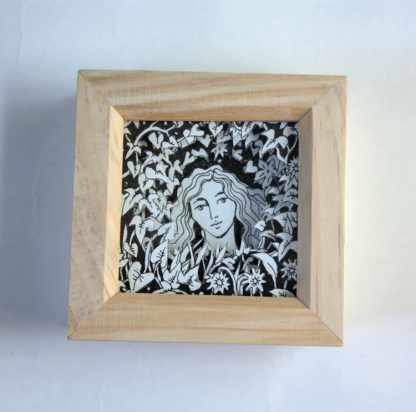 Goddess Mini Box Frame